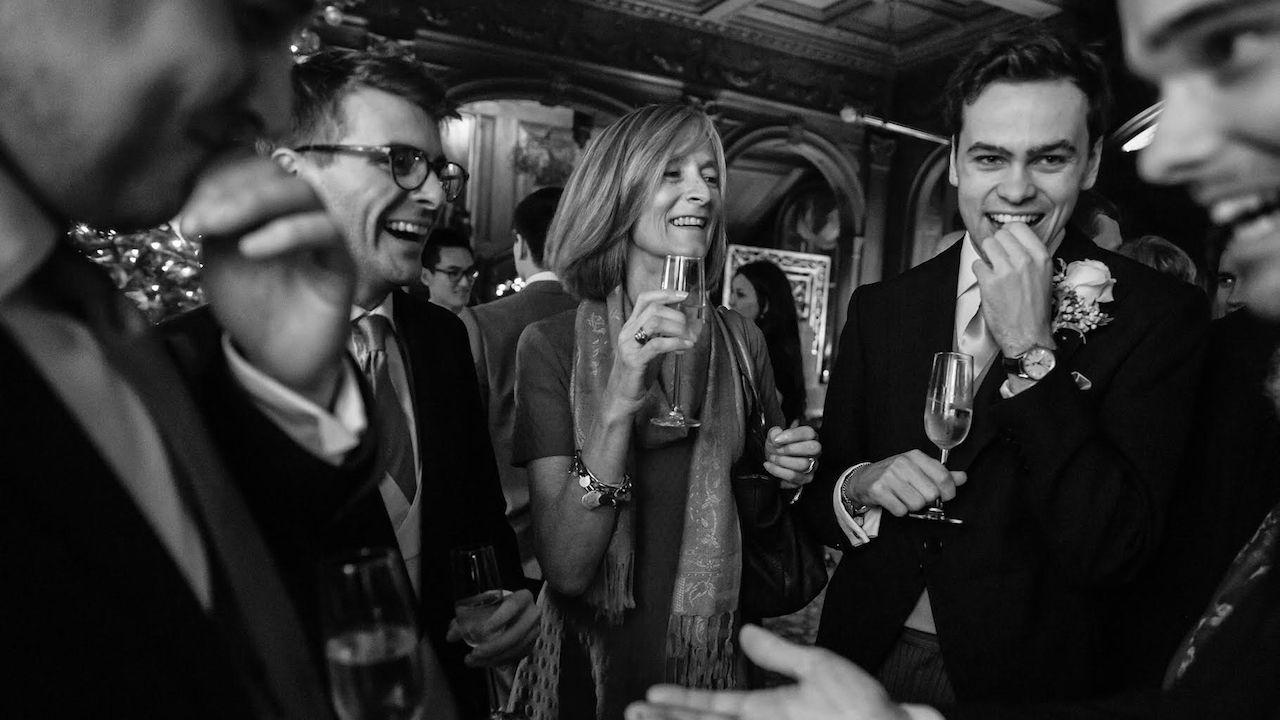 corporate magician drinks reception